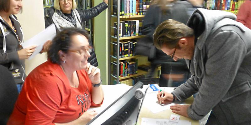Cölber Flüchtlinge entdecken Bücherei