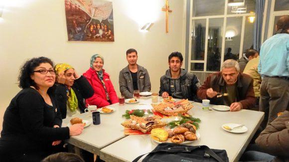 Weniger Flüchtlinge in Deutschland, aber vor Ort weiterhin viel ehrenamtliches Engagement nötig