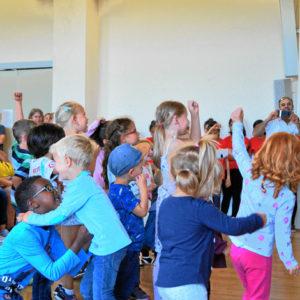 Mathi der Kinderliedermacher begeistert Kinder und jung gebliebene Erwachsene
